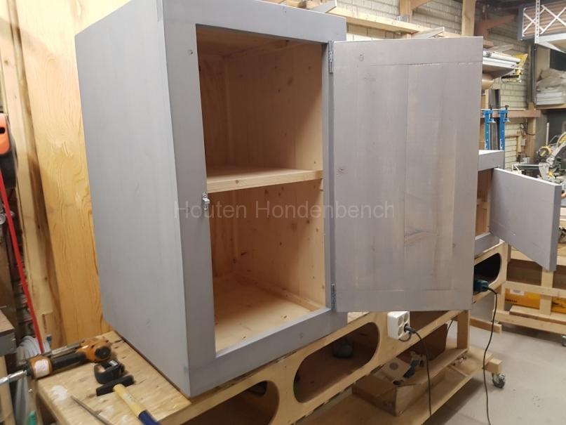 Houten kastje met deur in Grey Wash