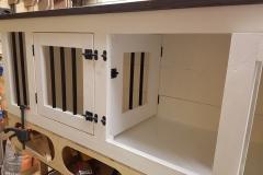 Houten hondenbench dressoir meubel binnenzijde met tussenschot