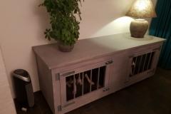 Bench van hout in Grey Wash met 2 draai deuren