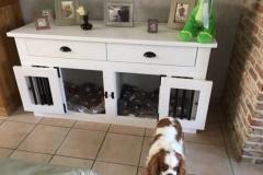 Honden-bench-meubel-voor-kleine-hondjes-in-kleuren-wit-en-zwart