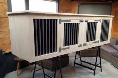 Houten hondenbench 250 x 70 x 80 cm met betonplex inbouw