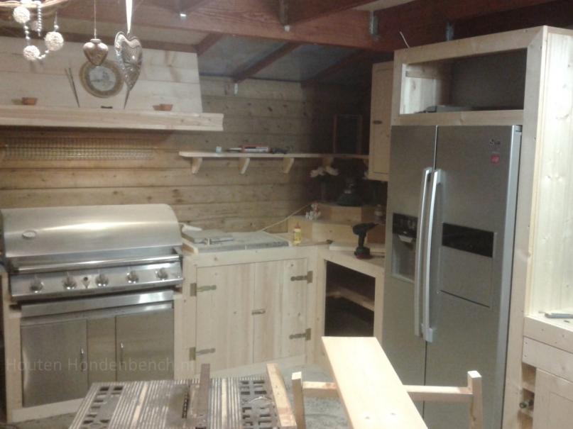 Buiten keuken in steigerhout