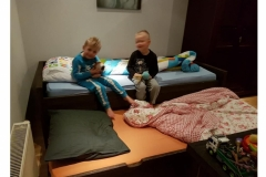 1 persoon bed met onder lade met matras als loge bed van steigerhout