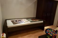 1 persoons bed met onder lade met matras van steigerhout