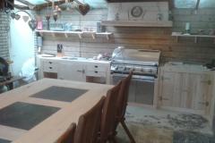 Buiten keuken in steigerhout met barbecue